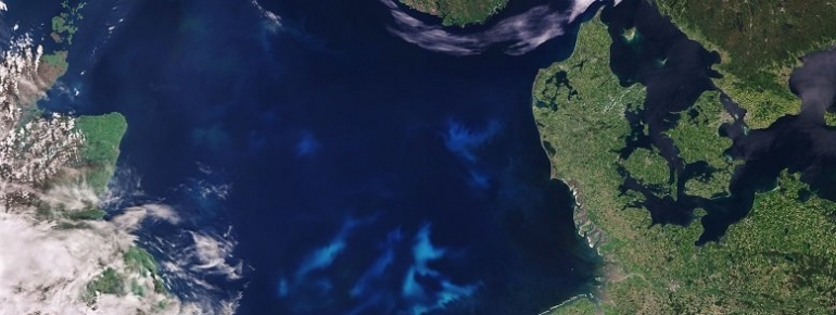 Can Earth Observation technology become a tool to contribute to the implementation of a sustainable blue economy?